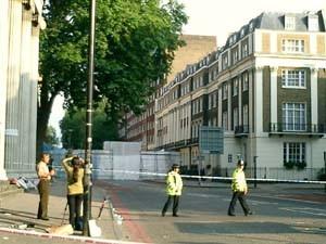 ロンドンの地下鉄テロ現場から生中継